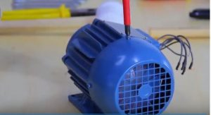 como desmontar a tampa defletora do mono-motor